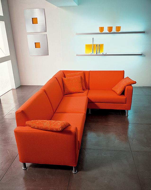 Divano angolare expo tessuto divani a prezzi scontati for Offerte divani angolari in tessuto