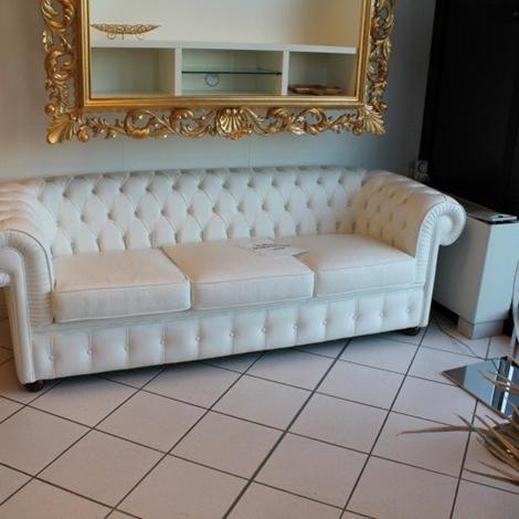 Alberta salotti divano chester pelle divani a prezzi - Divano bianco in pelle ...