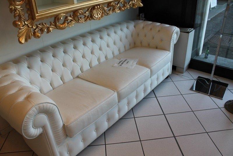 Alberta salotti divano chester pelle divani a prezzi for Divano pelle bianco