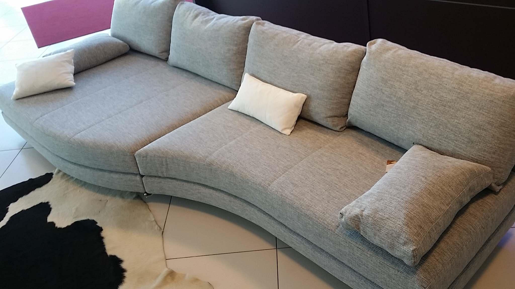 Divani design occasioni divano modello ilaria con pouf - Offerte pouf letto ...