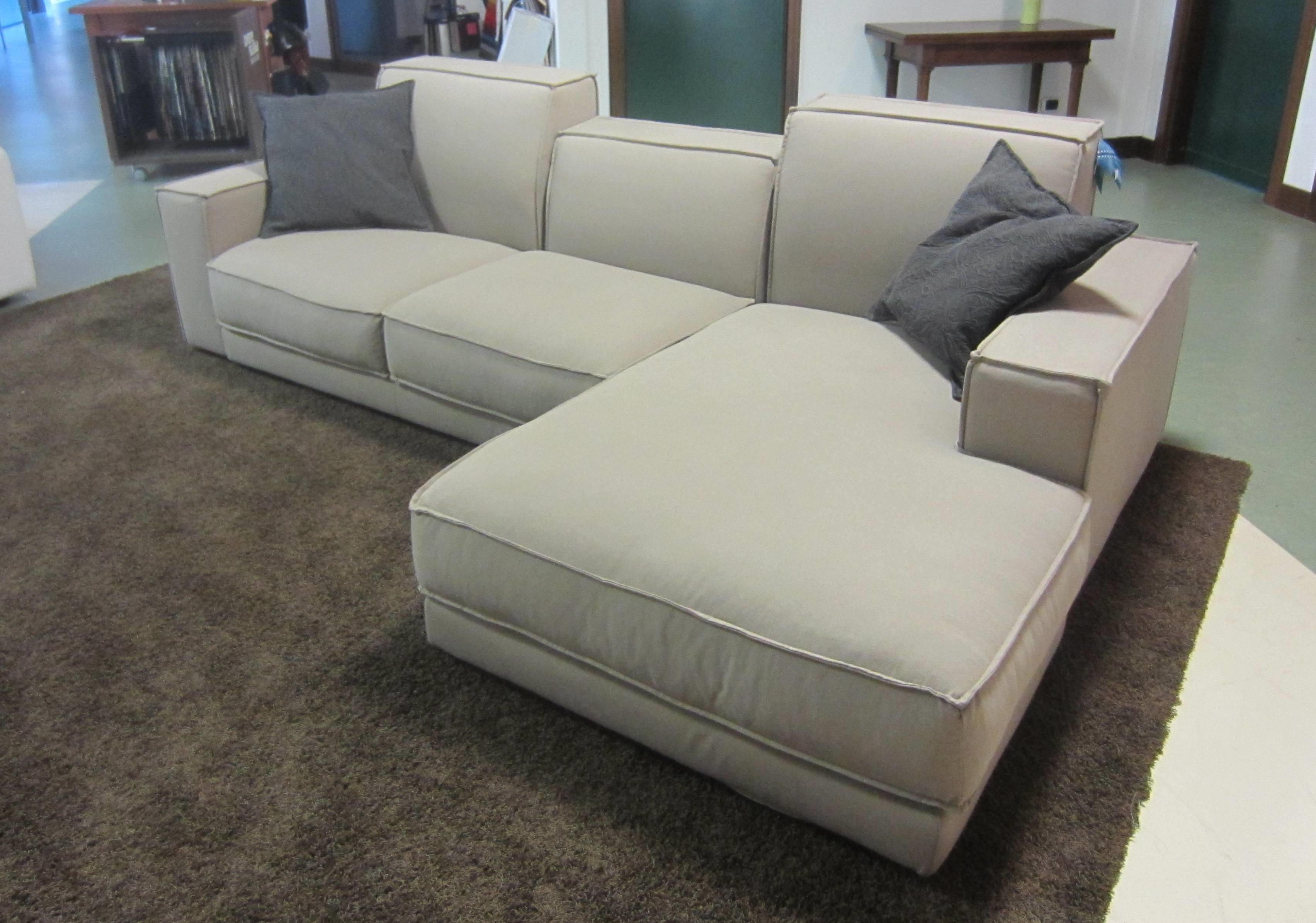 Divano ditre italia divano mod bubbl scontato del 58 divani a prezzi scontati - Divano 4 posti con chaise longue ...
