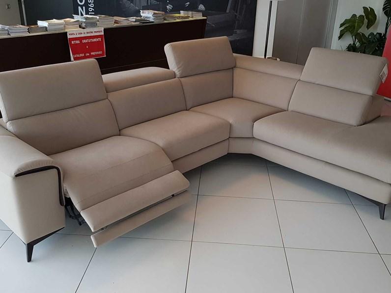 Outlet divano francoferri lissoni con recliner elettrico e tessuto