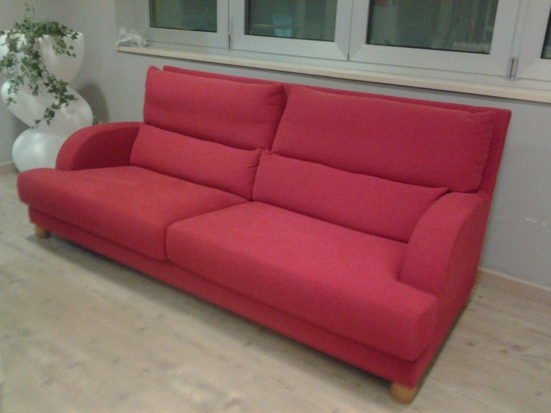 Outlet divano tessuto rosso divani a prezzi scontati for Outlet arredamento puglia