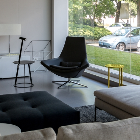 Poltrona b b italia modello metropolitan scontata divani for Poltrona poliform prezzo
