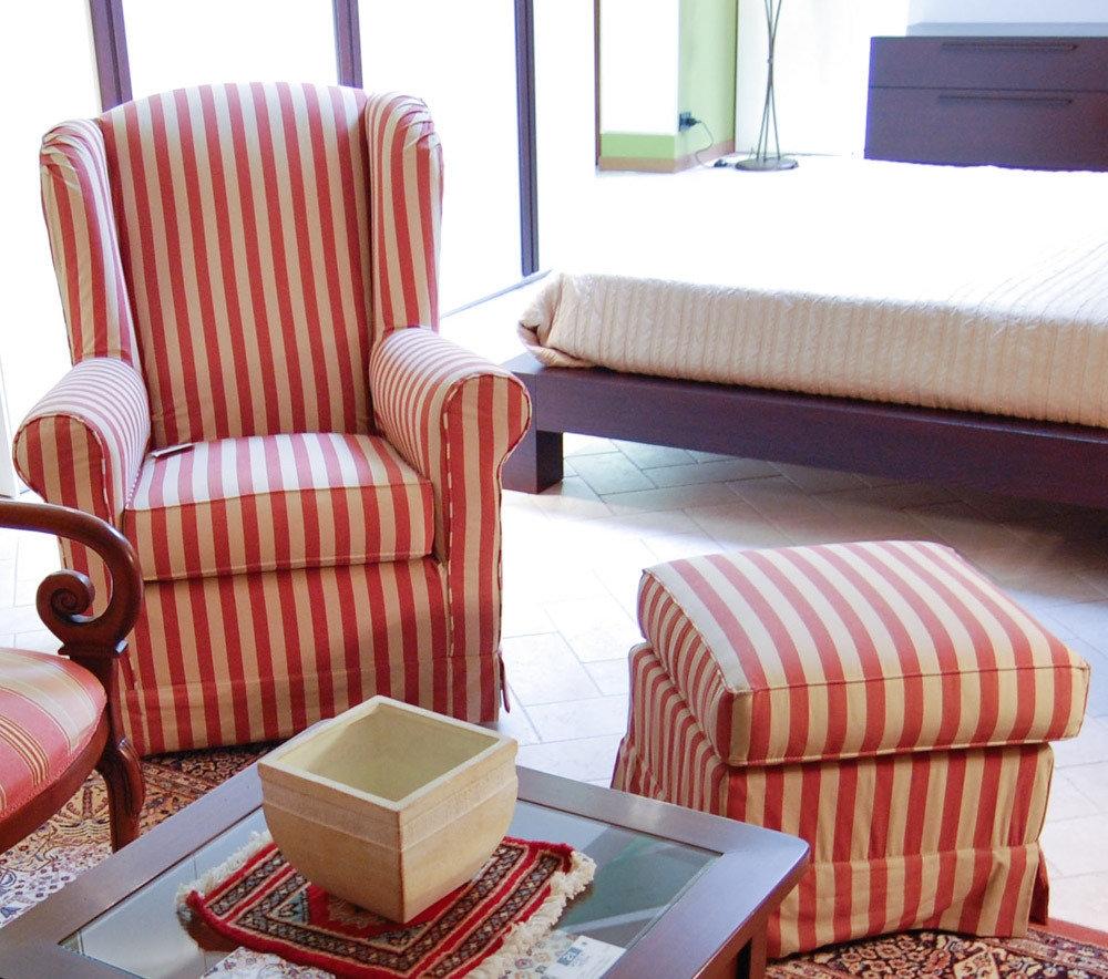 Poltrona con pouf scontata divani a prezzi scontati - Poltrona pouf letto ...