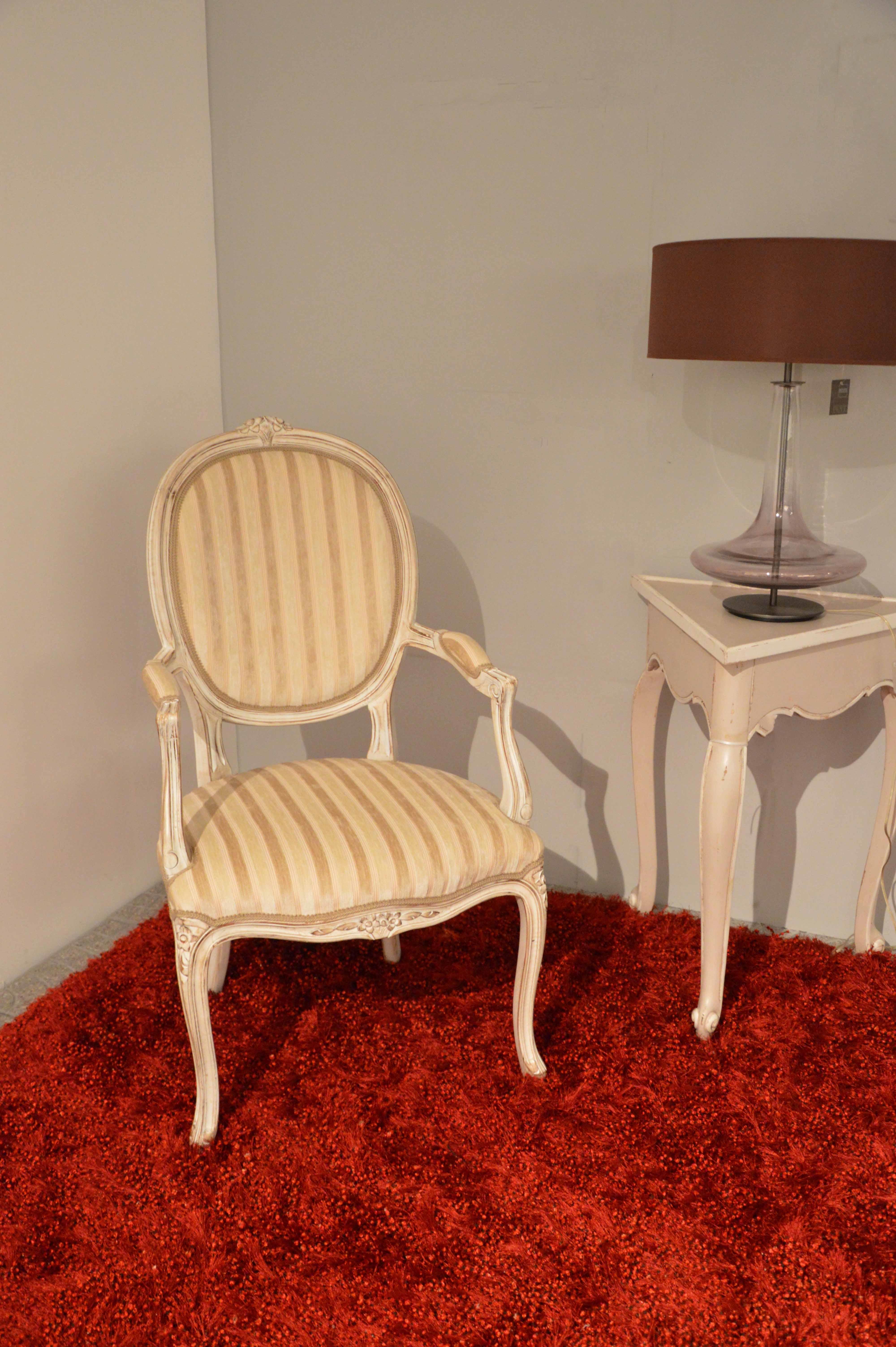 Poltrona di produzione artigianale in stile provenzale for Divani in stile provenzale