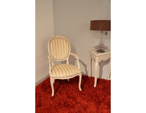 Poltrona di Produzione Artigianale. Rifiniti in laccatura in stile provenzale Shabby Chic. Il rivestimento della seduta è realizzato in tessuto. Offerta Outlet Mobilgross.  Scontata del -50%.