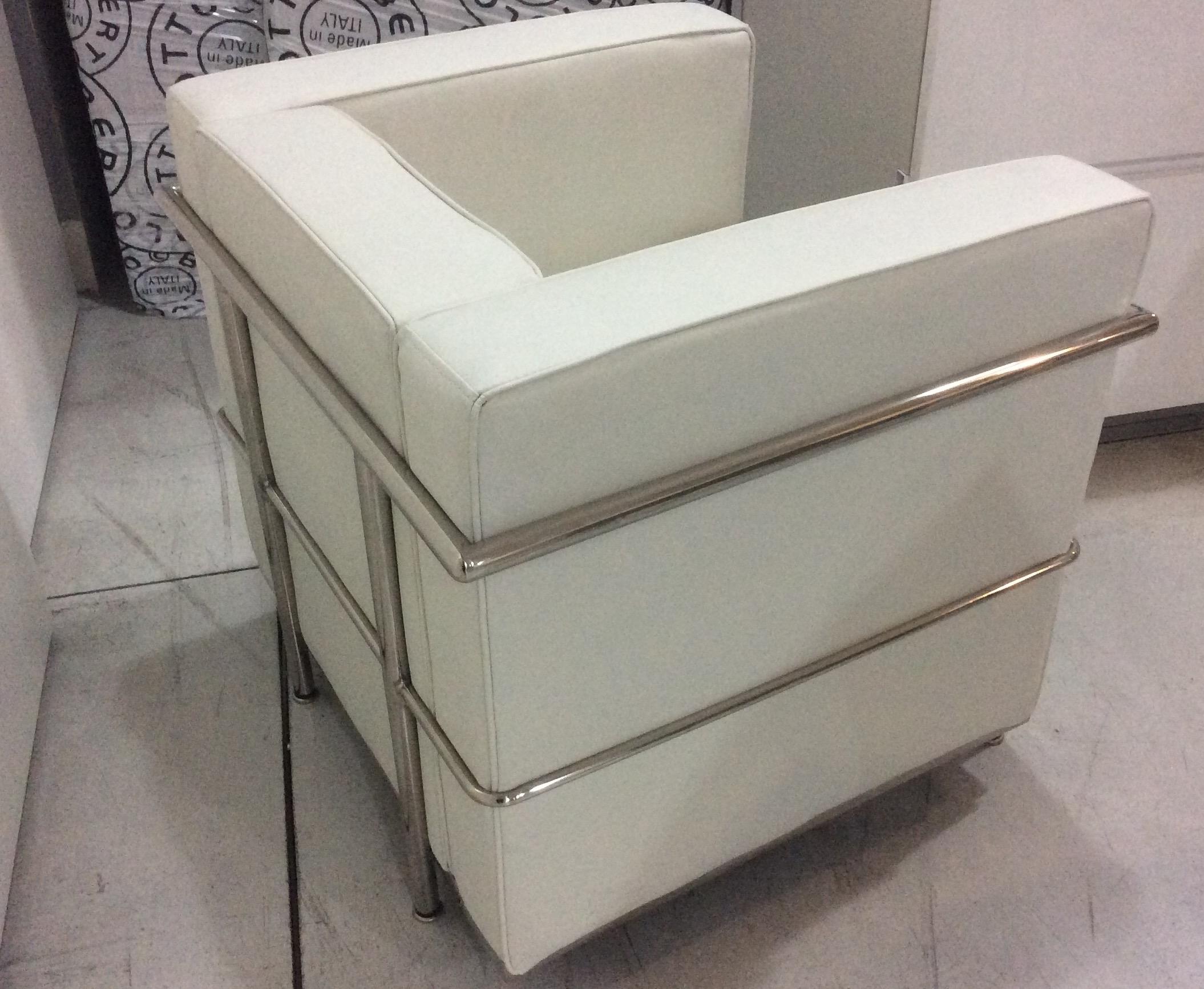 poltrona le corbusier design lc 2 divani a prezzi scontati. Black Bedroom Furniture Sets. Home Design Ideas
