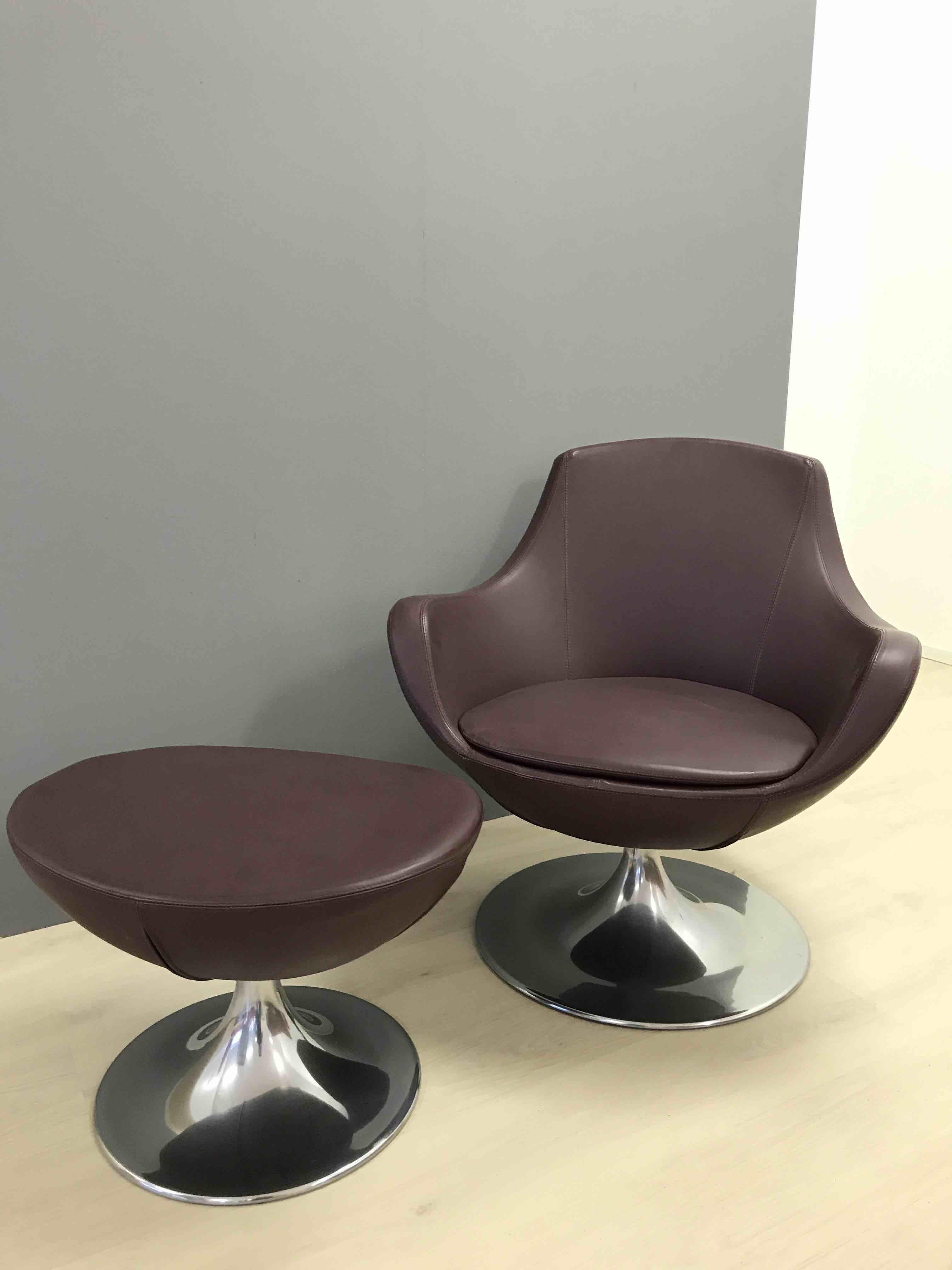 Poltrona pelle girevole con poggiapiedi divani a prezzi for Poltrona girevole design