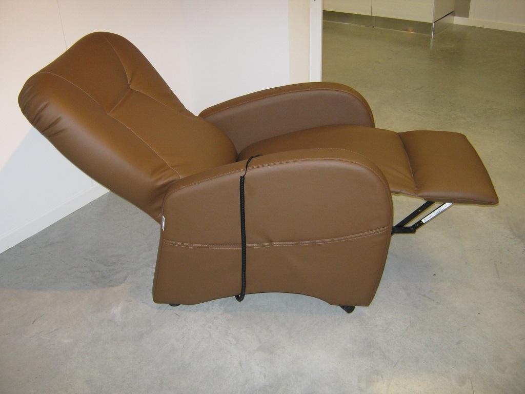 Pouf Poggiapiedi Girevole Beetle Infiniti Design : Poltrona relax in offerta divani a prezzi scontati