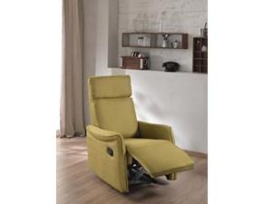 Poltrona Stones modello Maria. Maria è una poltrona comoda, con reclinatore manuale e cover in lino color senape.