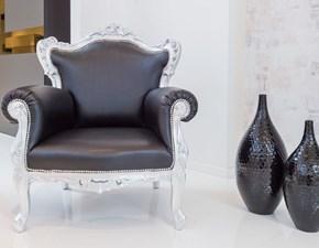 Poltrona  Vogue in foglia argento ed ecopelle nera, scontata del 42%