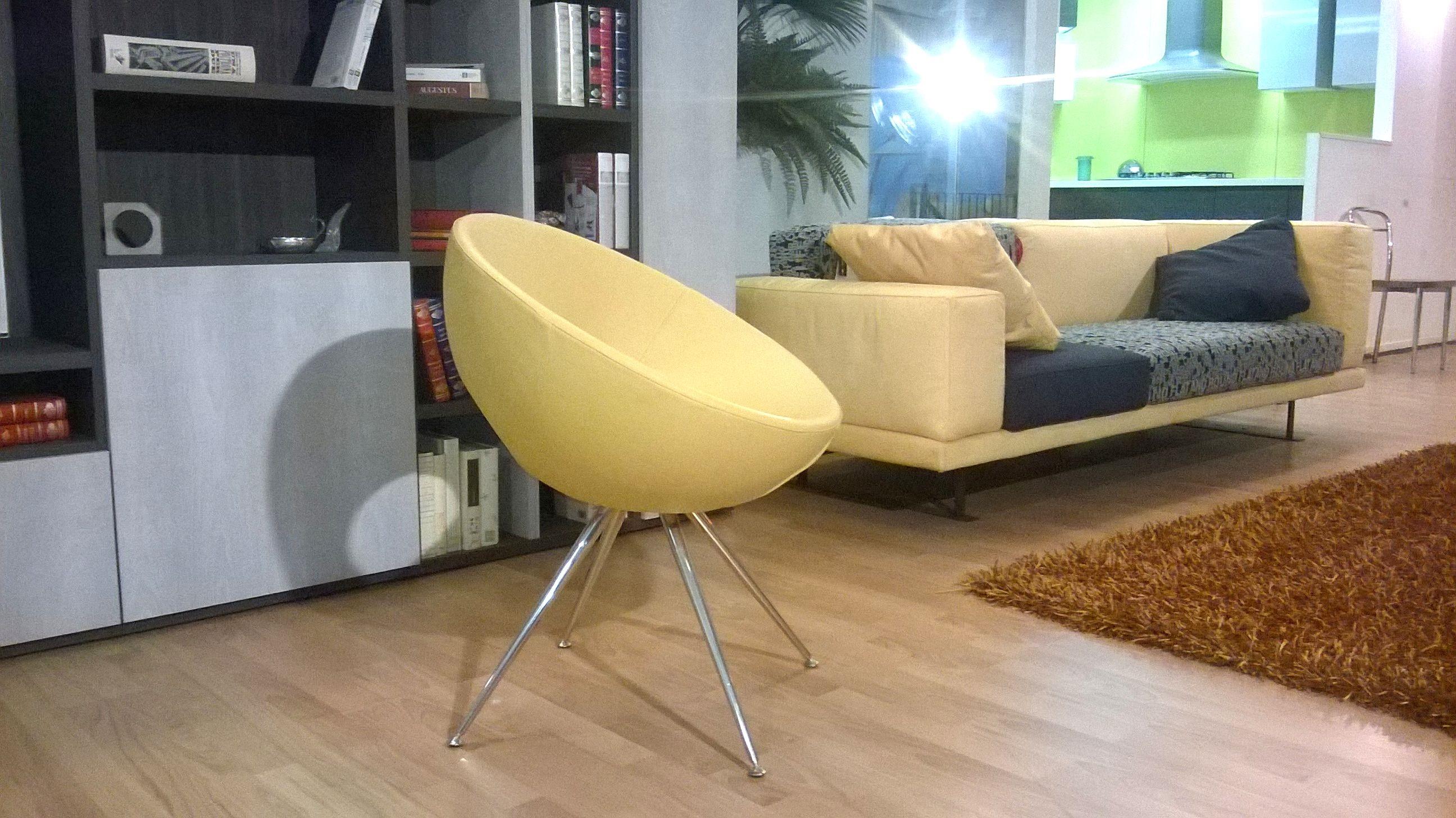 Poltroncina stile anni 39 60 ecopelle divani a prezzi scontati for Stile anni 60 arredamento