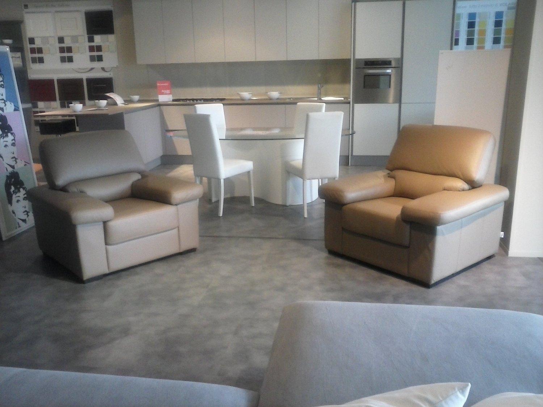 Poltrone pelle offerta divani a prezzi scontati - Fusti divani e poltrone ...