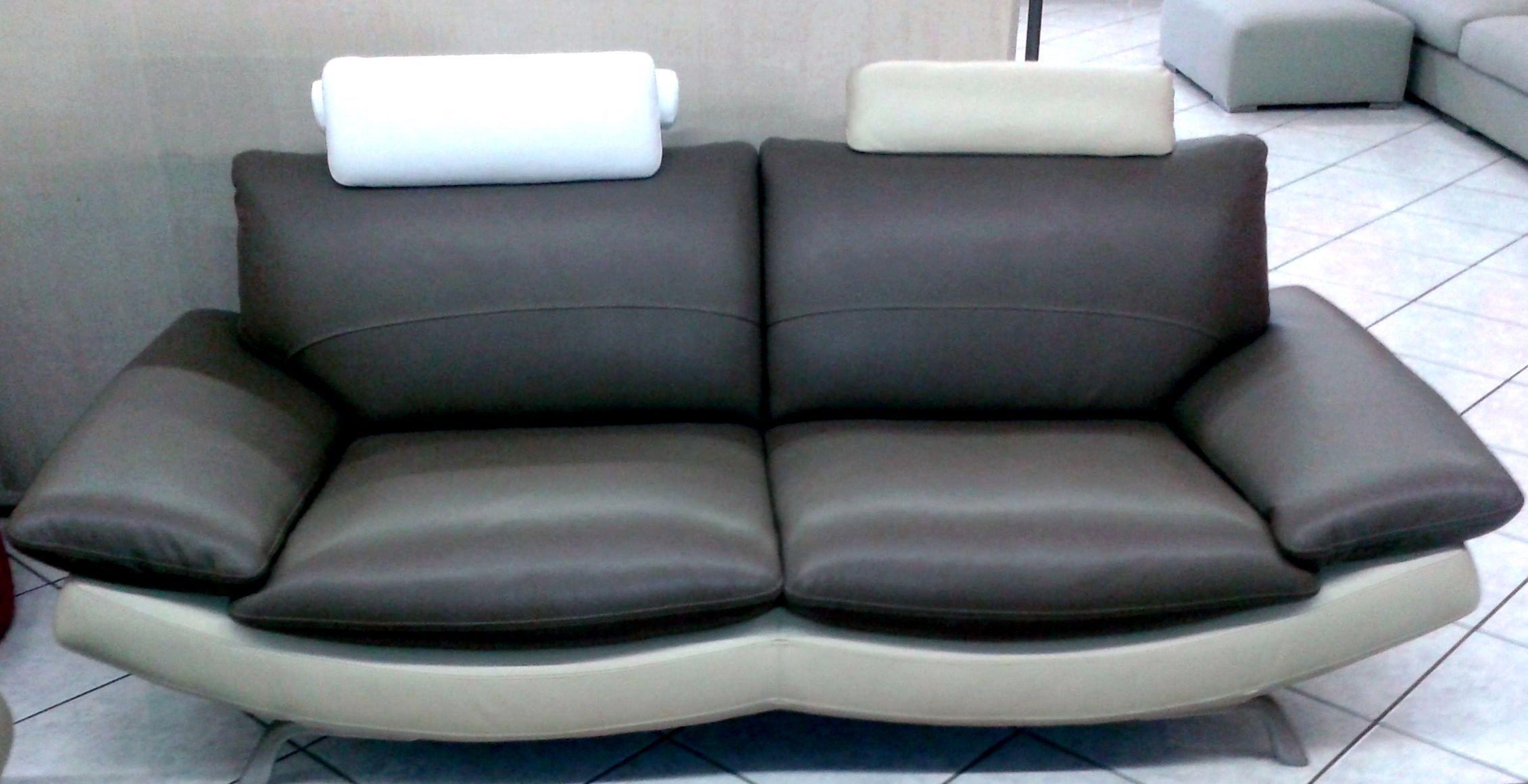 Promozione coppia divani moderni in pelle divani a for Divani moderni
