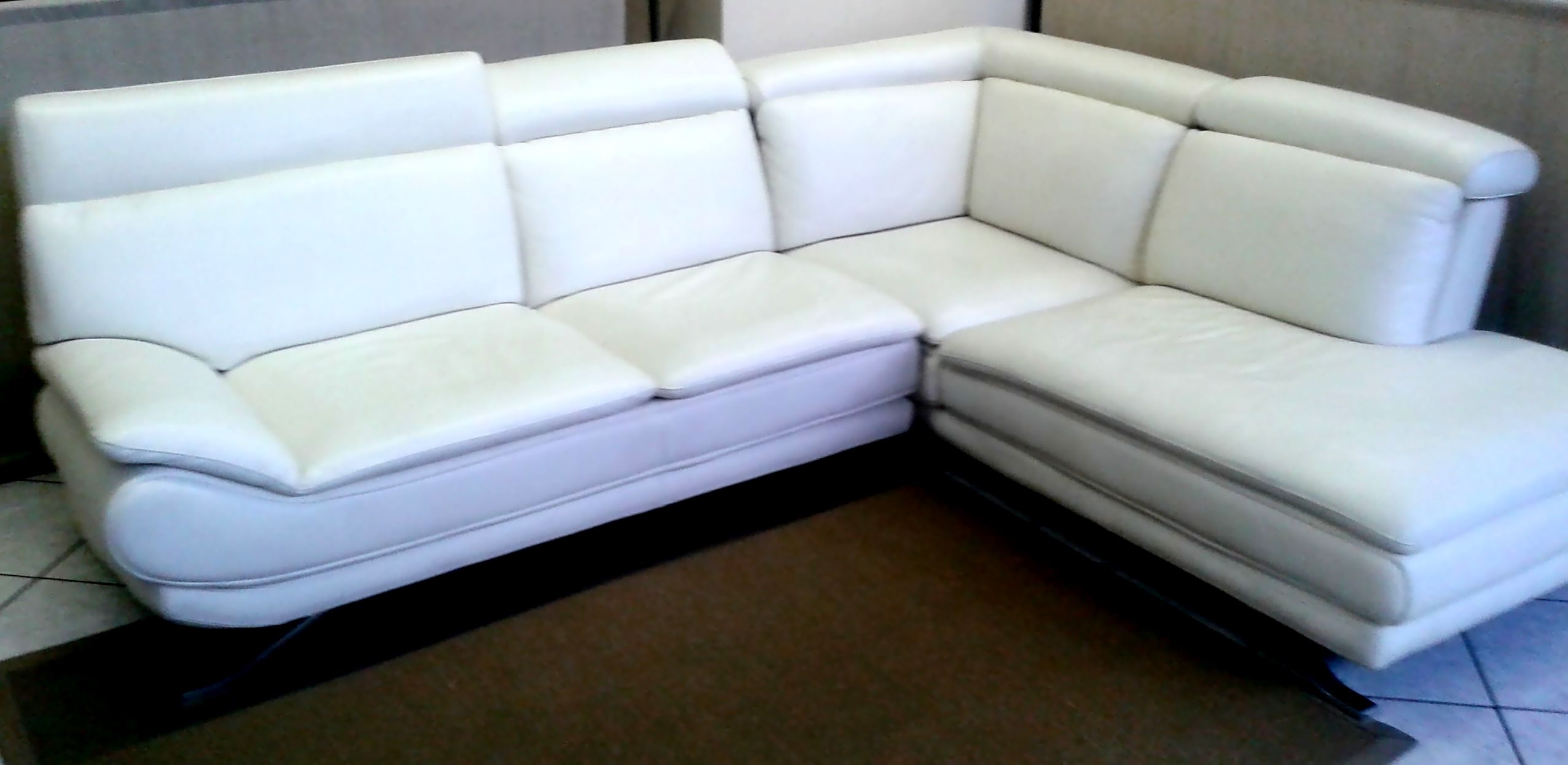 Promozione divano in pelle bianca divani a prezzi scontati - Divani letto artigianali ...