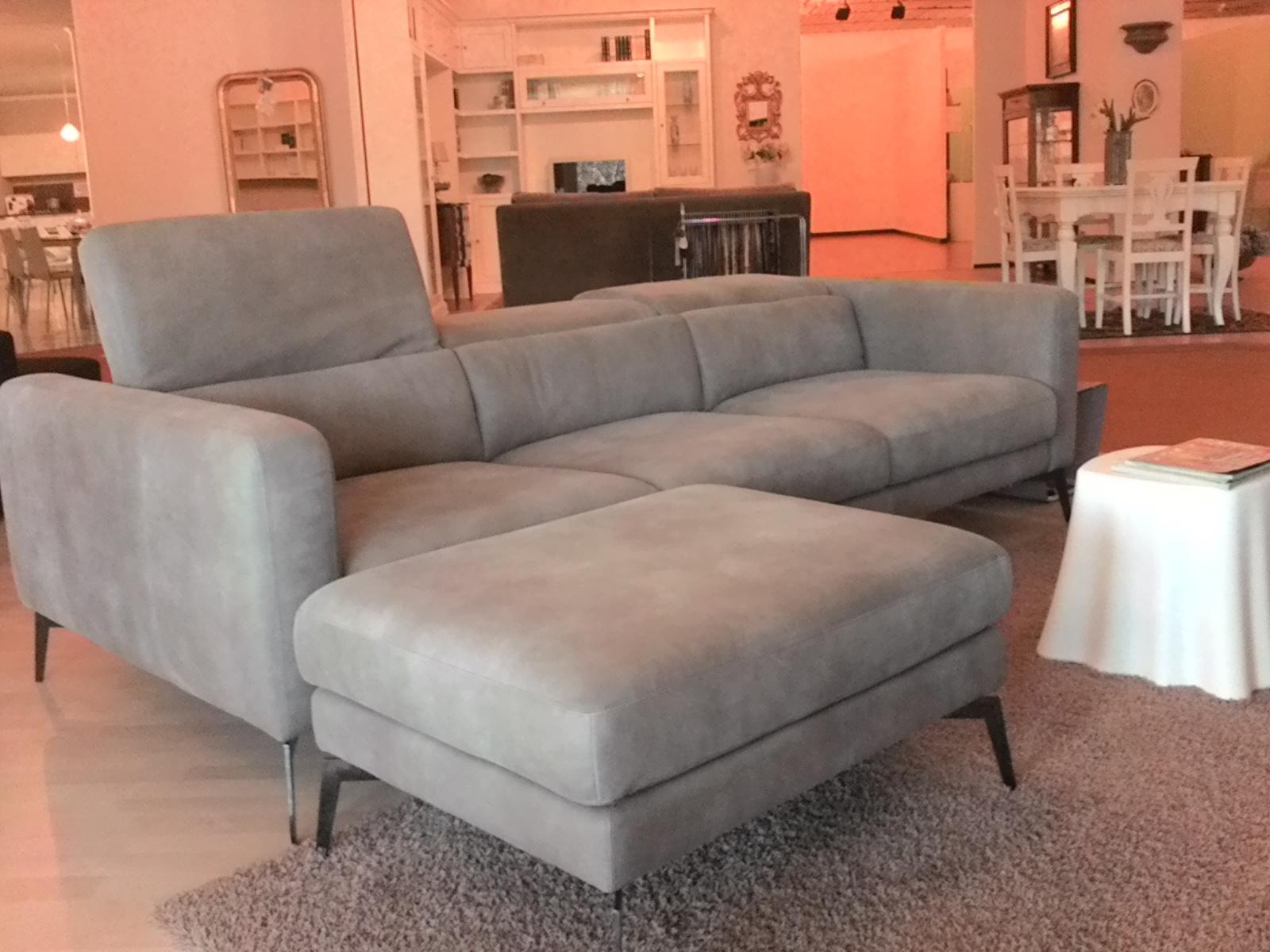 Divani design occasioni divano letto classic posti with for Divano letto in pelle prezzi