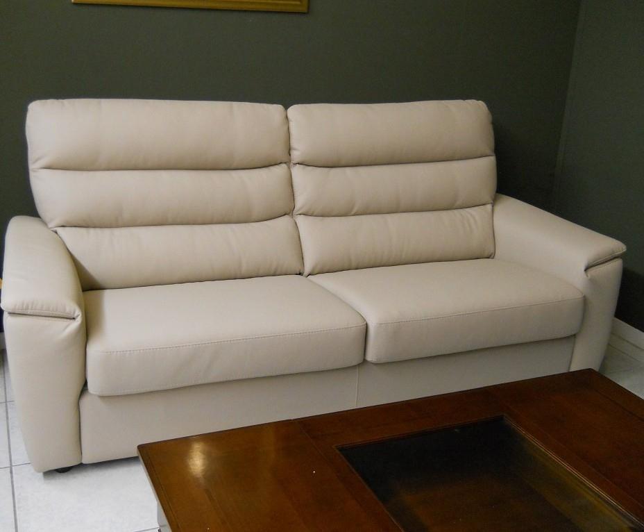 Divano rosini moderno in pelle scontato del 49 divani a prezzi scontati - Divano in pelle moderno ...