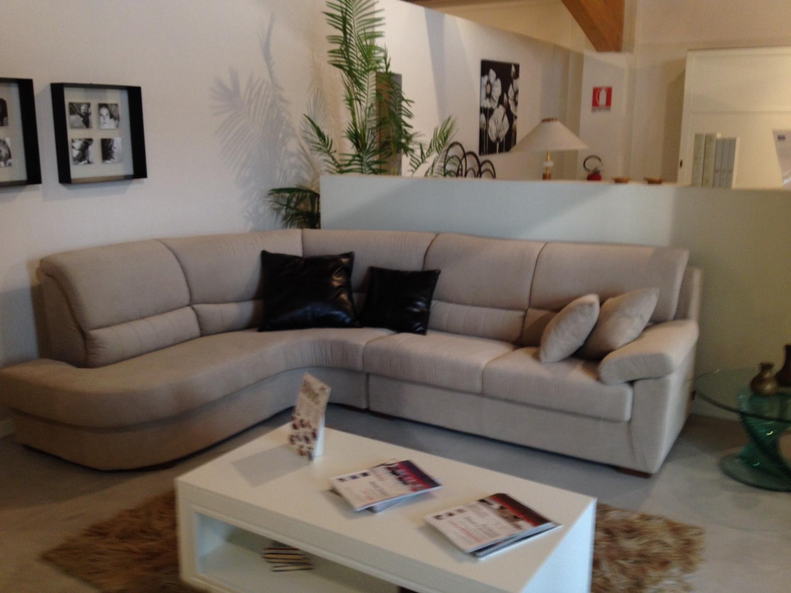 Salotto ad angolo aron divani a prezzi scontati for Salotto ad angolo