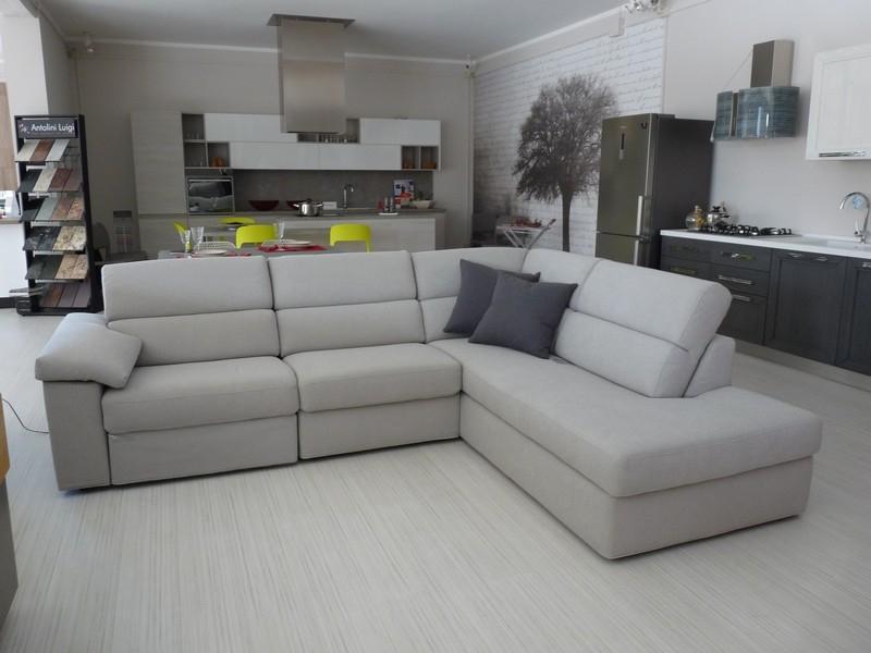 Samoa divano angolare con relax mod touch divani a for Divano angolare prezzi