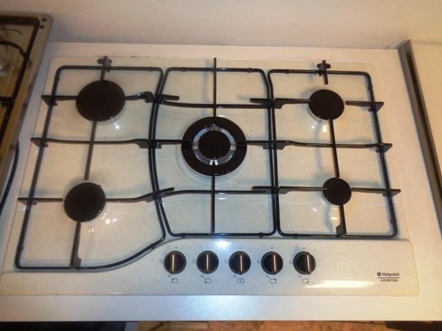 Elettrodomestico ariston piano cottura pietra vecchia - Cucina in fragranite ...