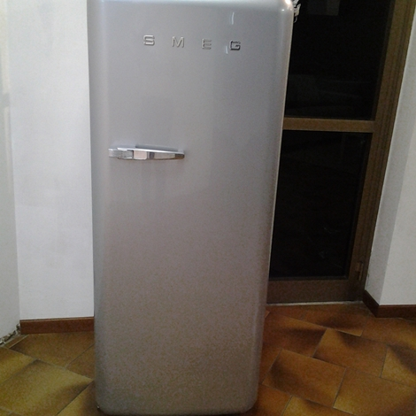 Frigorifero da accosto smeg estetica anni 50 modello fab28rx elettrodomestici a prezzi scontati - Frigorifero monoporta senza congelatore ...