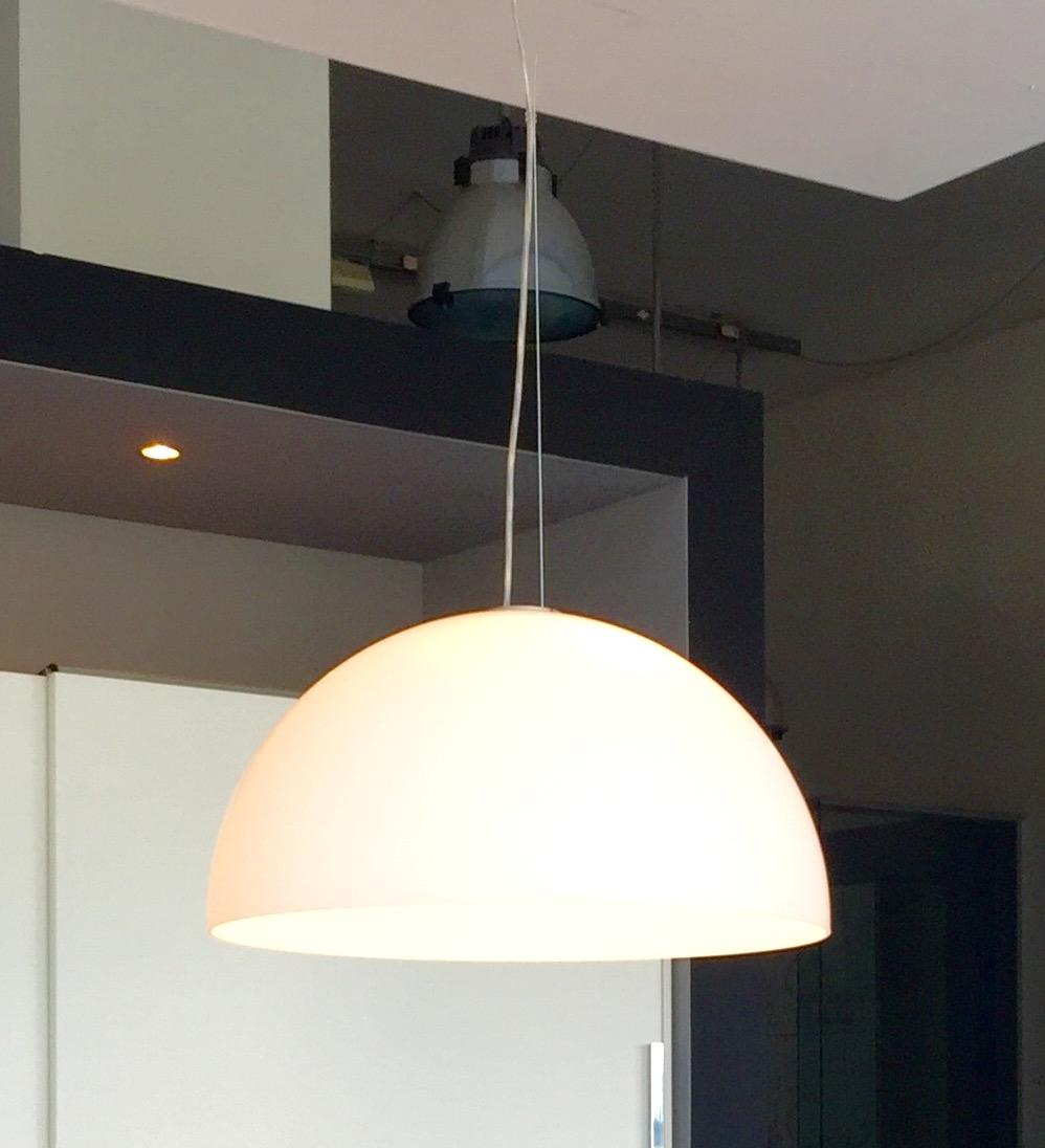 Lampada a sospensione Oluce - modello Sonora 411 - Design Vico ...