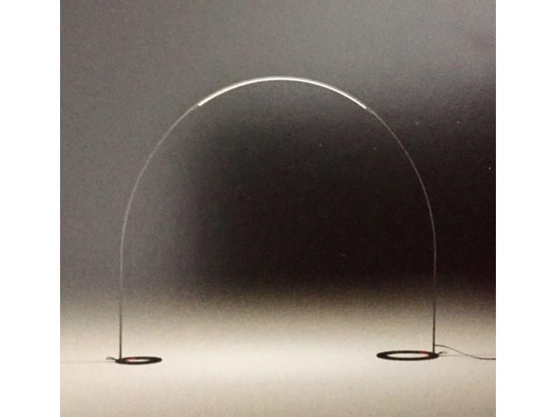 Lampada da esterno ad arco modello halley vibia illuminazione