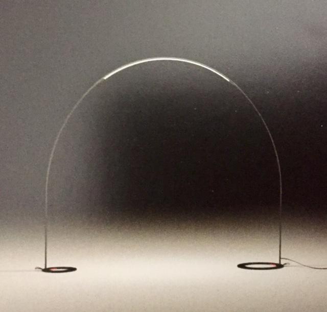 Lampada da esterno ad arco modello halley vibia for Lampada arco