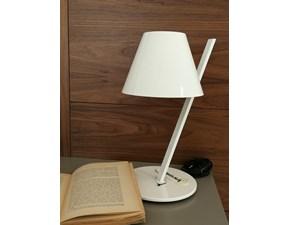 Lampada da tavolo stile Moderno La petite Artemide in saldo