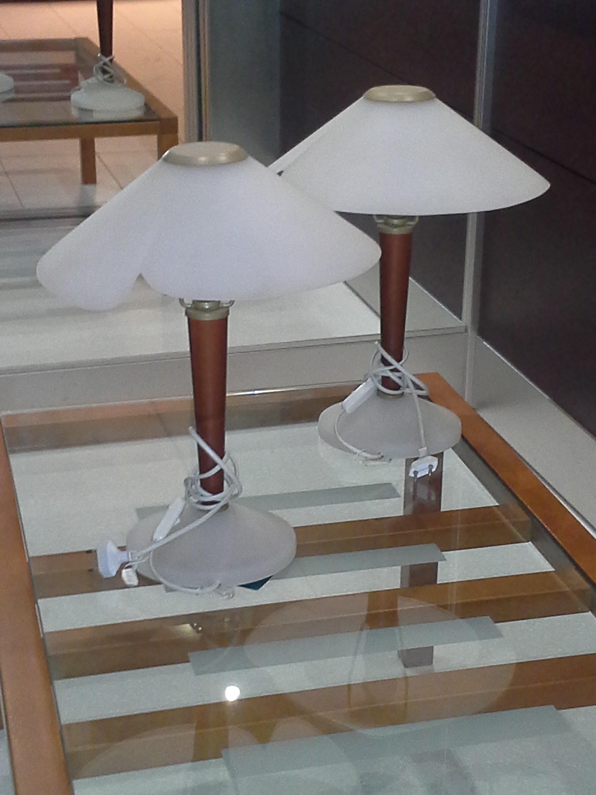 Lampada da tavolo con base vetro trasparente sogno for Satinato significato