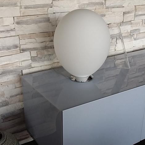 Outlet lampada da tavolo interni luce sfera illuminazione a prezzi scontati for Luce da tavolo