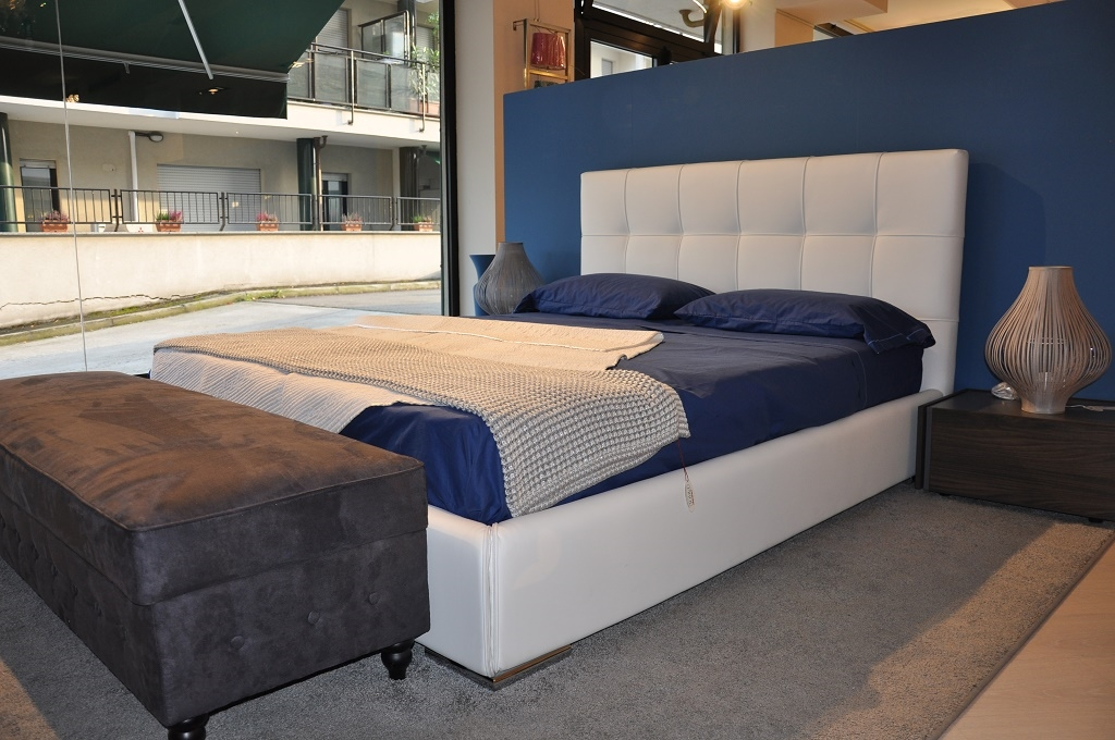 Town letto moderno imbottito in ecopelle bianco con contenitore letti a prezzi scontati - Ferramenta letto contenitore ...