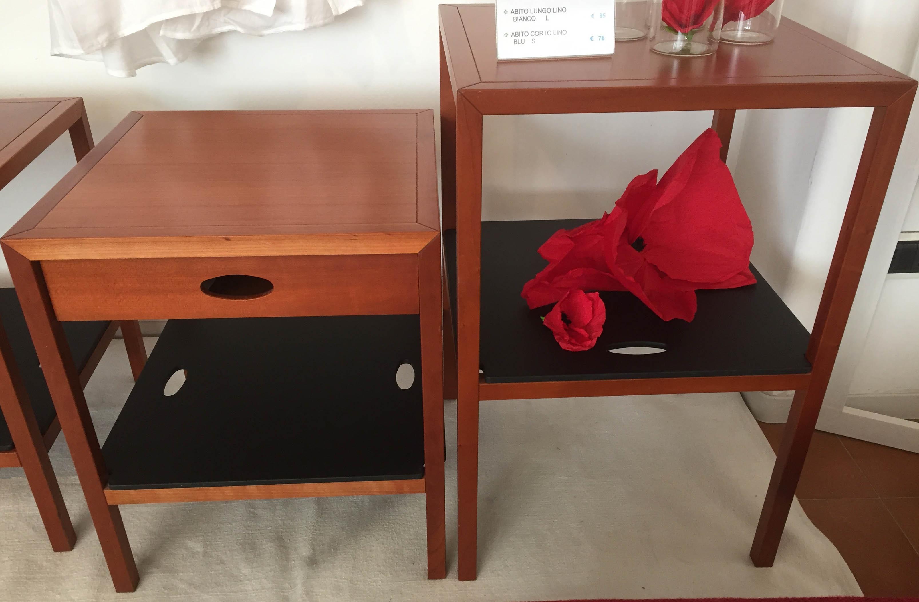 Comodino tavolino spigoletto flou legno ciliegio letti a - Tavolino comodino ...
