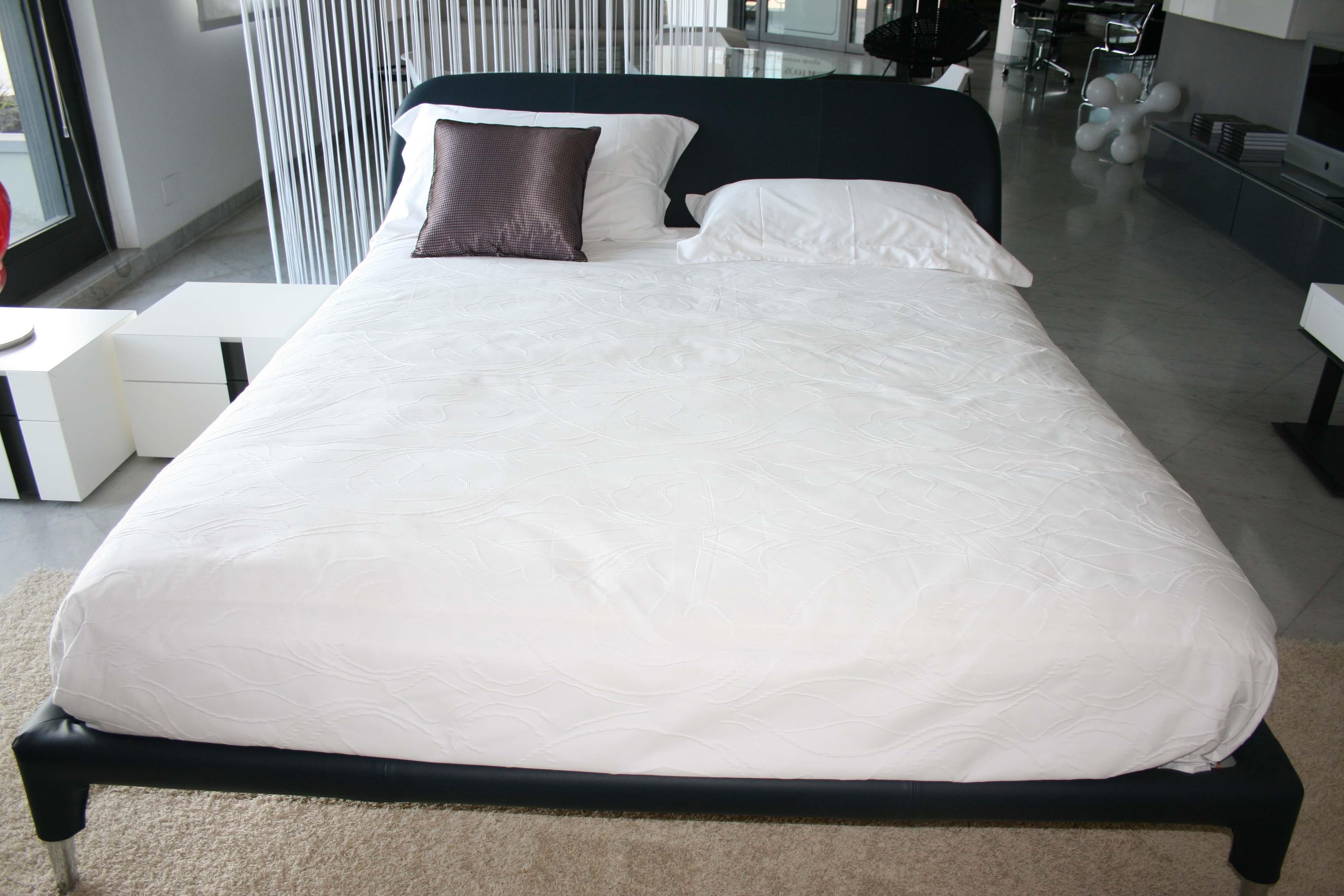 Prezzo letto nathalie flou flou doppio letto biss by flou for Outlet letti flou