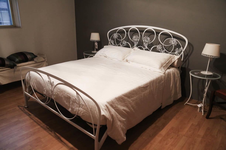 Gruppo letto matrimoniale in ferro bontempi letti a - Pediera del letto ...