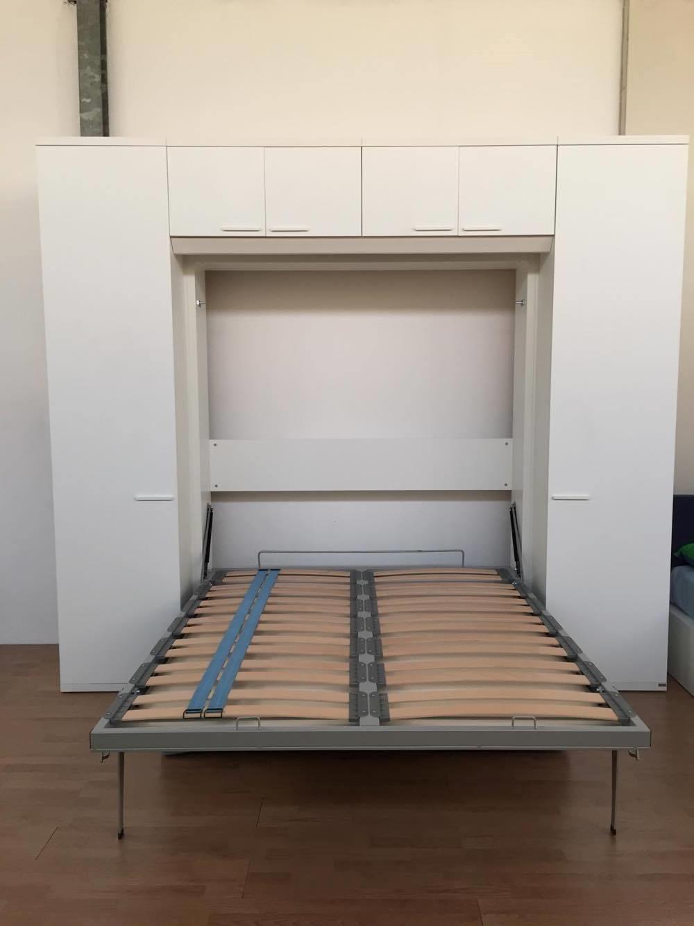 Letto a scomparsa matrimoniale con divano e armadiatura for Ikea letto ribaltabile