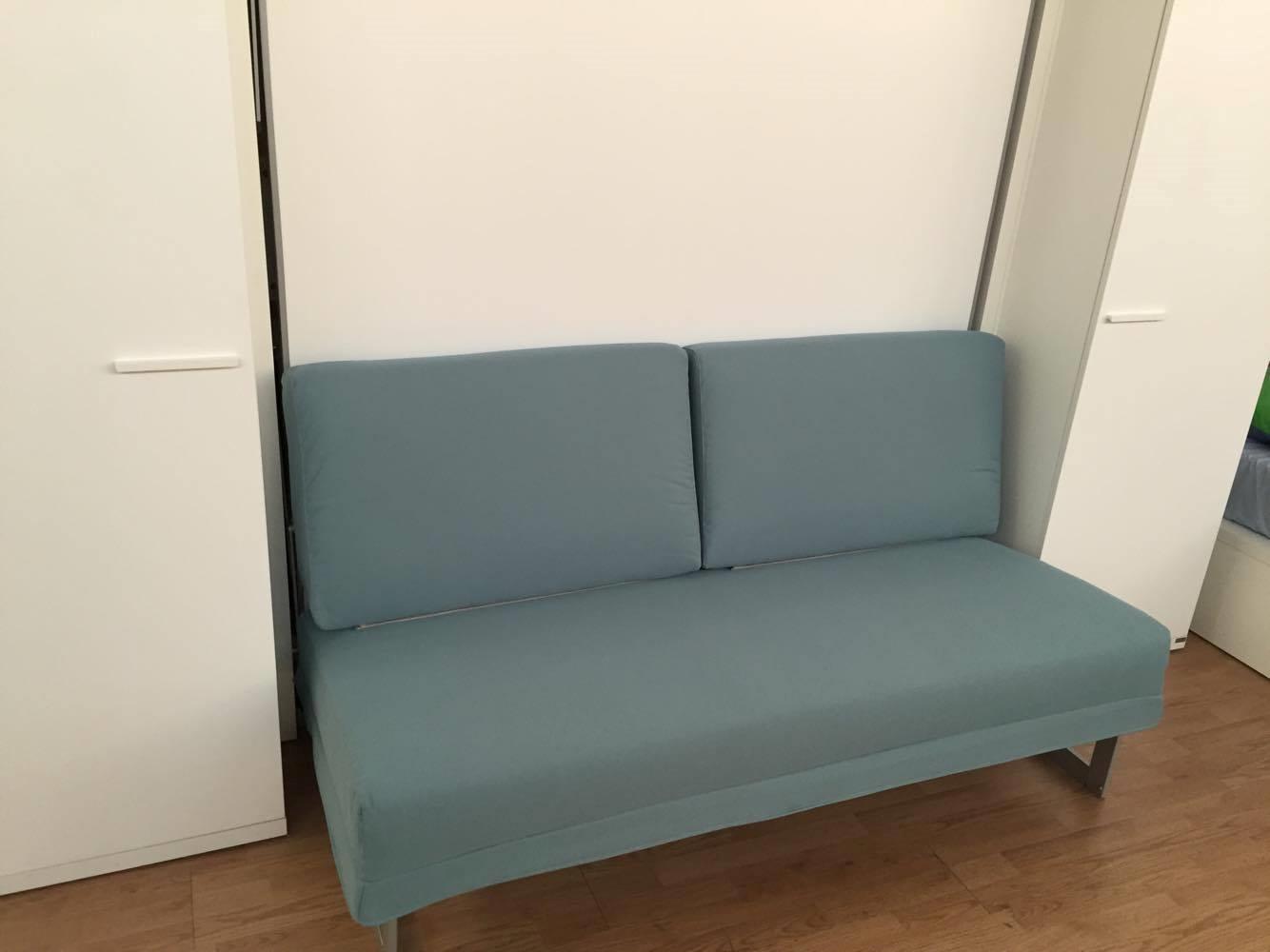 Letto a scomparsa matrimoniale con divano e armadiatura - Divano letto 160 cm mondo convenienza ...
