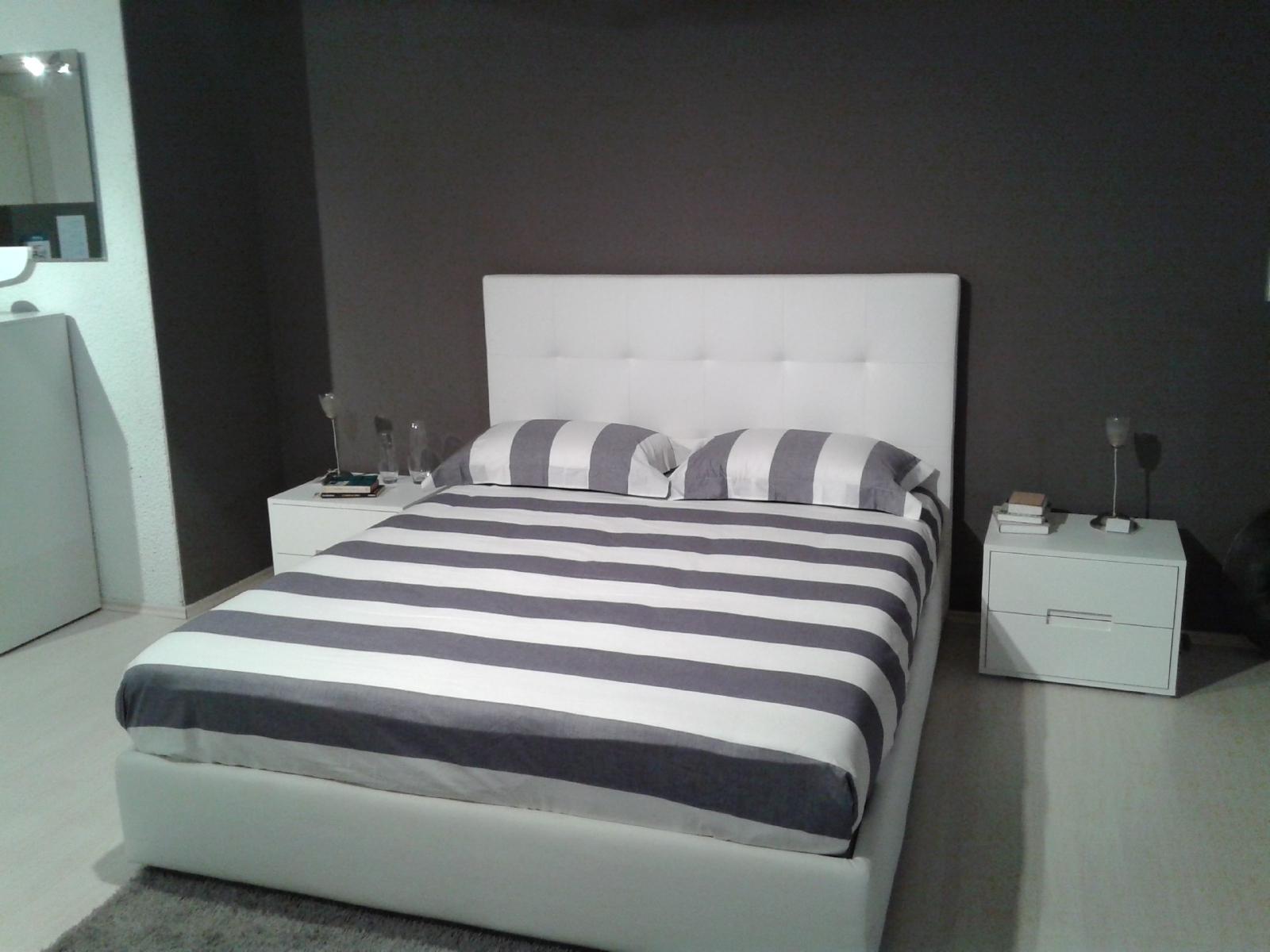 Letto biba letto modello veles in ecopelle bianca letti for Letto in ecopelle