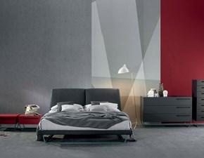 Letto Bonaldo modello Amlet Letto con struttura in legno e rivestimento in tessuto. Il letto è dotato di rete.