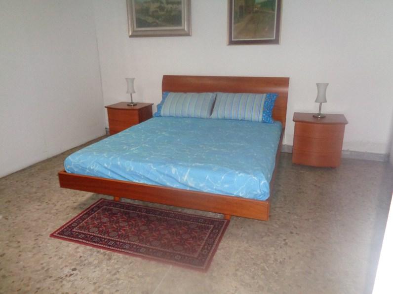 Letto con comodini classico con gambe modello gallo gallo a prezzo ribassato laminato ciliegio - Gambe del letto ...