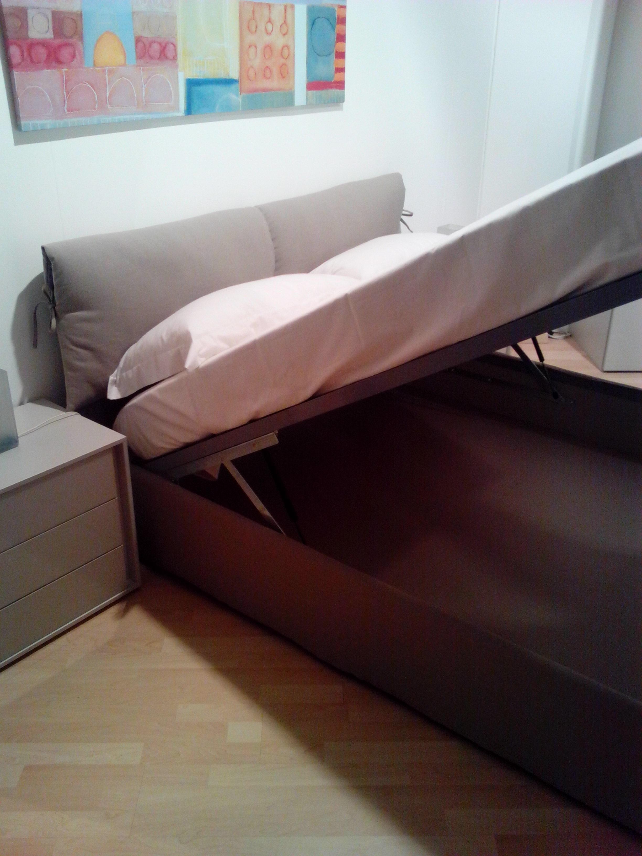 http://www.outletarredamento.it/img/letti/letto-contenitore-in-tessuto-scontato-22610_O1.jpg