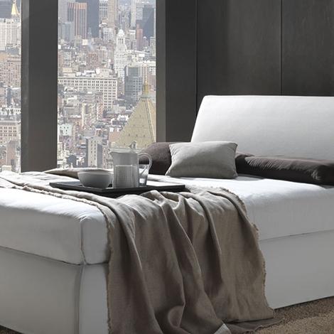 Letto crippa divani letti letto ardesia imbottito for Letto imbottito moderno