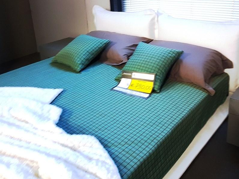 Letto design con gambe eco pelle artigianale a prezzo scontato - Gambe del letto ...