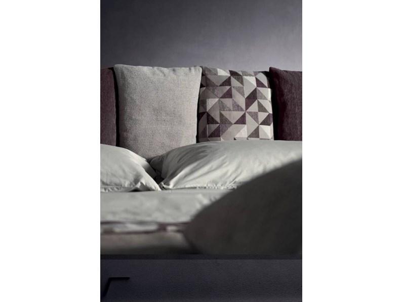 Letto design con gambe imbottito fun di samoa - Gambe per letto ...