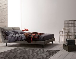 Letto design con gambe Mod. attico Twils a prezzo scontato