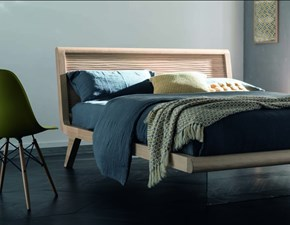 Letto design con giroletto sospeso Willow di Alta corte a prezzo ribassato