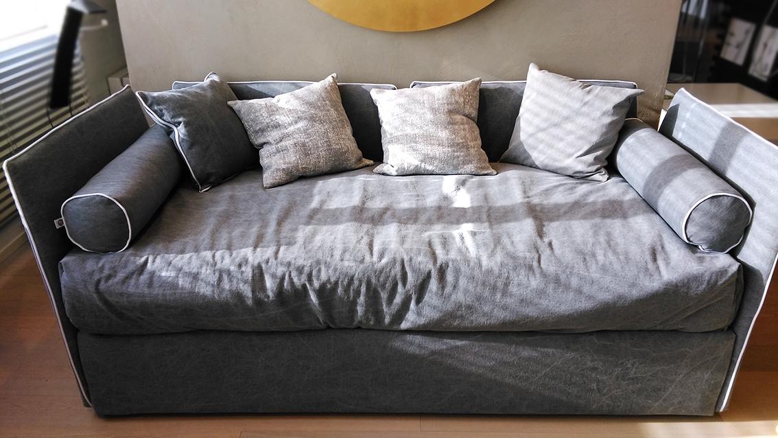 Letto divano gervasoni in tessuto con secondo letto estraibile scontato 40 letti a prezzi - Letto con secondo letto estraibile ...