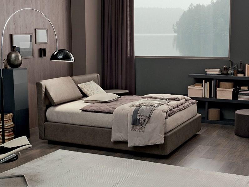 Letto imbottito con giroletto e cuscini reclianbili loft for Giroletto matrimoniale
