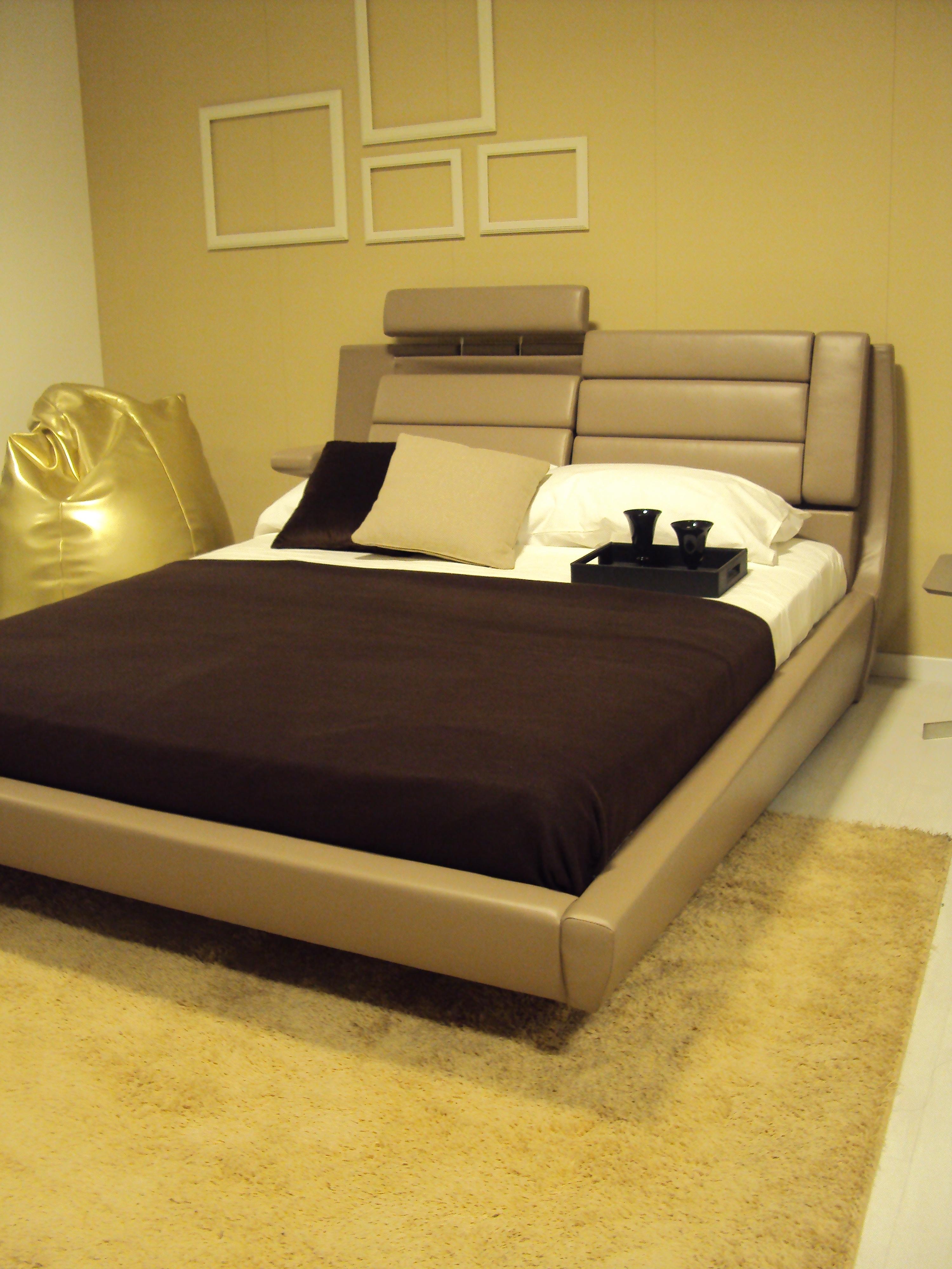 Letto imbottito matrimoniale e moderno massimo comfort for Letto imbottito moderno